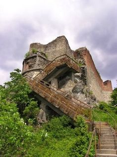 Where Vlad the Impaler (inspiration for Bram Stoker's fictional character Dracula) spent most of his days. It's in a more remote part of Romania and you have to climb 1480 steps to get to the entrance. A place want to see Oh The Places You'll Go, Places To Travel, Places To Visit, Abandoned Mansions, Abandoned Places, Draculas Castle Romania, Beautiful World, Beautiful Places, Amazing Places