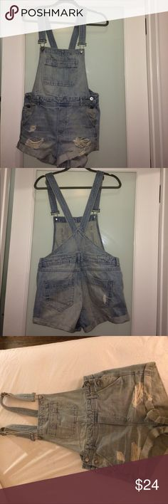 H&M x Coachella Light Denim Short Overalls Size 8 H&M Coachella collection denim short overalls in excellent condition, only worn twice.  Light blue distressed denim.   Relaxed fit, looser waist. Very cute with a tank or crop top.  Size 8 H&M- think fit a typical size 6. H&M Shorts Jean Shorts