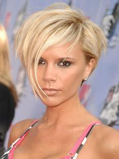 Victoria Beckham Bob Hairstyle wish I could pull off short hair! Stacked Hairstyles, Oblong Face Hairstyles, Hairstyles Haircuts, Short Haircuts, Celebrity Hairstyles, Short Blonde, Blonde Hair, Short Hair Cuts For Women, Short Hair Styles
