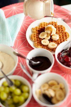 Vohvelit | Meillä kotona Swedish Recipes, Sweet Recipes, Gourmet Recipes, Cooking Recipes, Chocolate Fondue, Food Styling, Waffles, Pancakes, Deserts