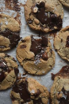 Hazelnut Praline and Rye Chocolate Chunk Cookies — Butter and Brioche No Bake Cookies, Yummy Cookies, Cookies Et Biscuits, Chip Cookies, Molten Chocolate, Chocolate Chunk Cookies, Just Desserts, Delicious Desserts, Yummy Food