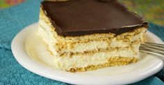 No Bake Chocolate Eclair Cake OMG, this might be my new favorite dessert recipe. The light, creamy taste of this No-Bake Chocolate Eclair Cake is out of this world delicious! Icebox Desserts, 13 Desserts, Delicious Desserts, Icebox Cake, Camping Desserts, Dessert Healthy, Delicious Chocolate, Healthy Meals, Healthy Recipes