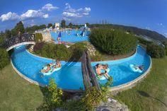 | Camping Terme Catez in Slovenië | Onovertroffen als het om waterplezier gaat. Het vlakke camping gedeelte van dit uitgebreide complex staat op hetzelfde hoge niveau. Zoals verwarmde sanitairgebouwen, een restaurant met uitgebreide kaart en een heuse tearoom.