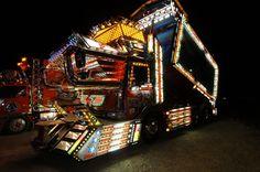 Trucks World News: * Japan - Dekotora Japanese trucks Las Vegas Slots, Take It Easy, Custom Trucks, Kustom, Japanese Style, Dream Cars, Classic Cars, World, Decoration
