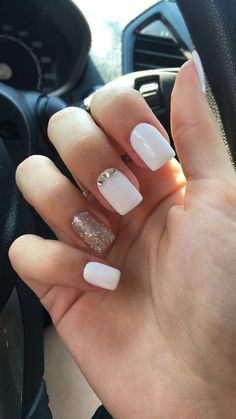30 Trendy Glitter Square Nail Designs to Inspire You Glitter square nail art designs are very suitable for all seasons. The glitter on the nails attract everyone's attention. You can try to design it with glitter golden nails. Classy Nail Designs, White Nail Designs, Acrylic Nail Designs, Best Acrylic Nails, Gel Nail Art, Classy Nails, Trendy Nails, Casual Nails, White Glitter Nails
