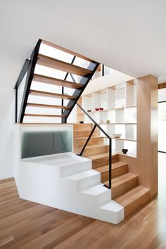 Duplex flat interior design house videos models in Architecture Design, Stairs Architecture, Flat Interior Design, Interior And Exterior, Studio Interior, Wooden Staircases, Stairways, Interior Stairs, House Stairs