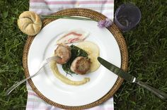 The Italian name Agretti is commonly used in English to refer to the edible leaves of Salsola soda; Barba Del Frate (or Friar's Beard) is the most common of the Italian names. Our chef  present it with a delicious pork fillet together with a rennet apples cream