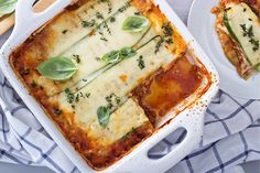 Harlan Kilstein's Completely Keto Zucchini Beef Lasagna We are a big believer in not having to give up your favorite dishes while on keto. This keto lasagna definitely helps. Zucchini Lasagna Recipes, Veggie Lasagna, Lasagna Noodles, Lasagna Cups, Zucchini Casserole, Spinach And Ricotta Lasagne, Creamy Spinach, Low Carb Wraps, Low Carb Lasagna