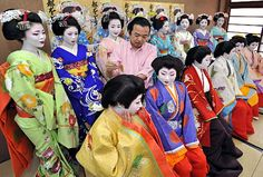 Maiko along with either other maiko and geiko dressed in junihitoe. Heian Era, Coffee Cup Set, Cupping Set, Board, Planks