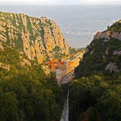 #사진 #photo #photograph #snapshot #스냅샷 #풍경 #landscape #여행 #travel  #유럽 #europe #스페인 #spain #몬세라트 #Montserrat #푸니쿨라 #funiculars #몬세라트대성당 #BasilicaMontserratCathedral #기암절벽 #precipice #cliff #절벽 #절경 by l_changsu