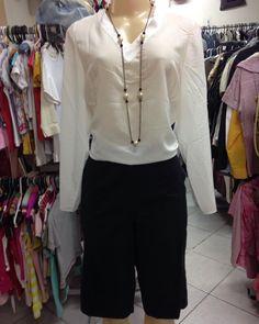 O verão está chegando  temos que nos prepararmos  esse look está ótimo para quem trabalha de social . Chega de passar calor  venha e garimpe roupas leves  #brechócamarimtododianovidade  #brecho .