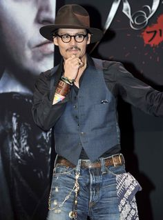 johnny depp fashion sense - like the belt off to the side