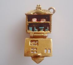 rare, vintage 9ct gold dolls house charm which opens to show two levels inside - HM London Year 1962