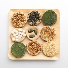 〈焼き鳳瑞〉種まき 京菓子司「亀屋良長(かめやよしなが)」 Japanese Rice Crackers, Japanese Snacks, Japanese Candy, Japanese Sweets, Japanese Dumplings, Glutinous Rice, Rice Cakes, Mochi, How To Make Cake