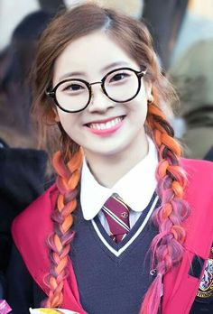 This cute nerd Nayeon, Kpop Girl Groups, Korean Girl Groups, Kpop Girls, Ulzzang, Cute Nerd, Twice Korean, Kpop Hair, Twice Dahyun
