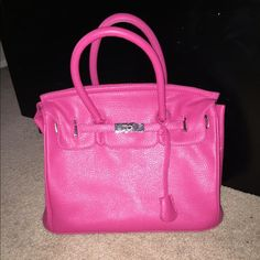 Pink purse Like new condition! Only carry one time! Bags