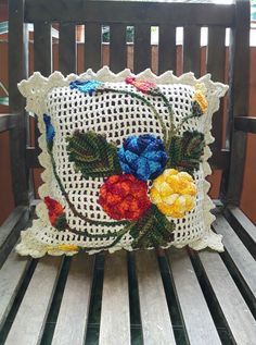 Crochet Lace Edging, Crochet Doily Patterns, Love Crochet, Crochet Doilies, Crochet Flowers, Knit Crochet, Crochet Cushion Cover, Crochet Cushions, Diy And Crafts