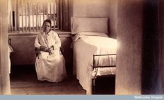 Bellevue Hospital, New York City: a female patient (criminal insane?) in a cell with barred windows. Mad Images, Insane Asylum Patients, Bellevue Hospital, Mental Asylum, Psychiatric Hospital, Abandoned Hospital, Creepy Pictures, The Cell, Mental Illness