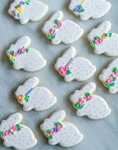 polka dot bunny cookies - Easter biscuits for themed edible gift idea No Egg Cookies, Fancy Cookies, Iced Cookies, Easter Cookies, Easter Treats, Cookies Et Biscuits, Holiday Cookies, Sugar Cookies, Easter Cake