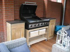 Heerlijk buiten eten en koken met een mooie buitenkeuken, een buitenkeuken brengt nog meer gezelligheid in je tuin. Als het..