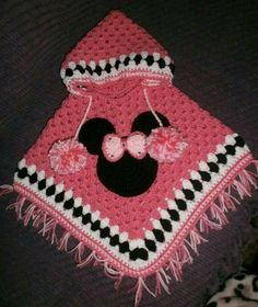 This Pin was discovered by rub Crochet Baby Poncho, Crochet Girls, Crochet Baby Clothes, Crochet Blanket Patterns, Crochet For Kids, Crochet Shawl, Crochet Stitches, Baby Knitting, Knit Crochet