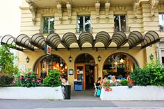 The Lausanne Guide to Life and Style: Where to eat in Lausanne: Café de Grancy Winter Destinations, Honeymoon Destinations, Switzerland Travel Guide, Zermatt, Lausanne, Swiss Alps, Plan Your Trip, Best Hotels, Places To Go