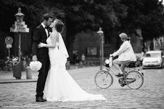 Braut und Bräutigam küssen sich -Brautpaar-Shooting, Hochzeit in Lüneburg - Vitaly Nosov Positiva Fotografie: Hochzeitsfotograf in Hamburg #hochzeit #hochzeitsfotograf #hochzeitsfotografie #fotograf #lüneburg #wedding #weddingphotographer #weddingphotography #brautpaar #bridandgroom #photographer