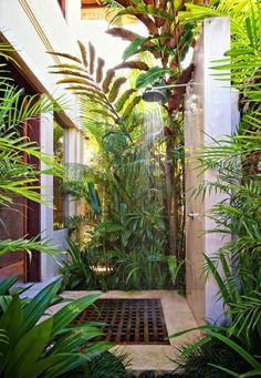 Ducha al aire libre Villa Karma Cantik Double Bedroom Outdoor Shower. Outdoor Baths, Outdoor Bathrooms, Outdoor Rooms, Outdoor Gardens, Outdoor Living, Indoor Outdoor, Chic Bathrooms, Indoor Garden, Outside Showers