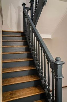 New Staircase Design Ideas - Stairways Wood Floor Stairs, Loft Stairs, Wooden Stairs, House Stairs, Basement Stairs, Carpet Stairs, Stair Banister, New Staircase, Banisters