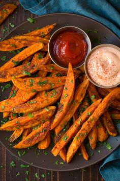 I live for sweet potato fries! As a matter of fact I like them more than regular fries. My husband thinks I'm totally crazy because who could like sweet po Sweet Potato Fries Healthy, Homemade Sweet Potato Fries, Sweet Potato Recipes, Potato Recipe For Kids, Turkey Breast Recipe Oven, Cookies Banane, Cooking Recipes, Healthy Recipes, Fried Potatoes