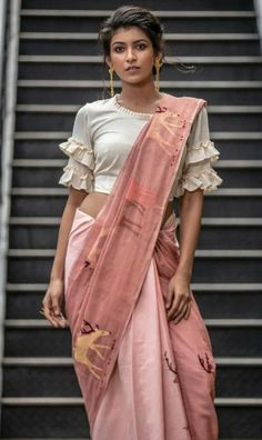 Design & colour contrast for dusky skin Saree Blouse Neck Designs, Stylish Blouse Design, Fancy Blouse Designs, Latest Blouse Designs, Neckline Designs, Saree Trends, Designer Blouse Patterns, Blouse Models, Frill Blouse