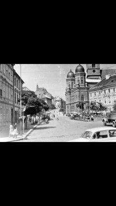 Bratislava, Louvre, City, Building, Travel, Viajes, Buildings, Cities, Destinations