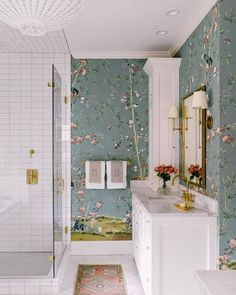 Our @milesredd #BrightonPavillion wallpaper sings in this beautiful bathroom by Charlotte Lucas Interior Design (@charlottehlucas). :…