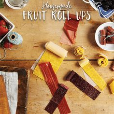 HOMEMADE FRUIT ROLLUPS! These are the perfect EASY SNACK to make for back to school! @reynoldswrap spon