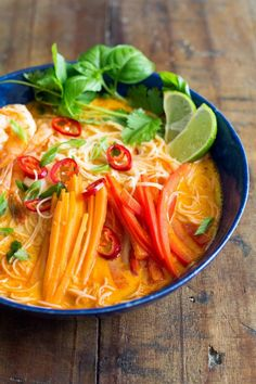 An incredibly flavorful Coconut Curry Soup prepared in 20 minutes! Rice Noodles, shrimps, carrot, bell pepper in a delicious broth with thai curry and coconut milk! Seafood Recipes, Soup Recipes, Cooking Recipes, Cooking Chili, Cooking Lamb, Cooking Ribs, Cooking Bacon, Oven Cooking, Cooking Utensils