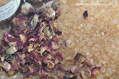 Tarritos de sales de Baño de Karité y pétalos de rosa. @hechoporkit #bodas #regalos #detallesGoogle+