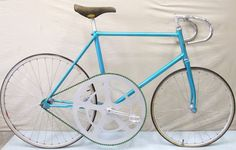 ??? Interesting bike. Wonder what it's like to ride.