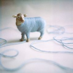 DIY : cute / yarn & plastic animal