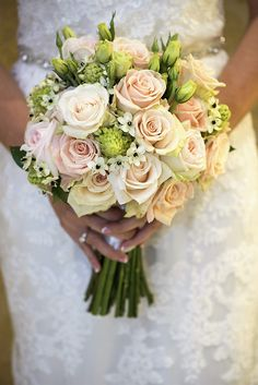 A pretty wedding bouquet with ivory and cream roses. A pretty wedding bouquet with ivory and cream roses. Rose Flower Arrangements, Wedding Arrangements, Floral Centerpieces, Beautiful Flowers, Pretty Roses, Bear Wedding, Cream Roses, Bride Bouquets, Bridal Flowers