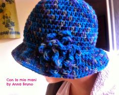 Con le mie mani by Anna Bruno: Cappello Cloche crochet Crochet Slouchy Beanie, Crochet Cardigan, Filet Crochet, Knit Crochet, Crochet Hats, Sombrero A Crochet, Sunburst Granny Square, Scarf Hat, Homemade Gifts