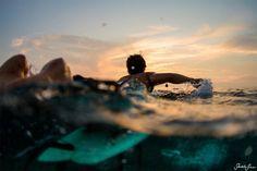 Surfeando hacia el horizonte #GoPRO #Surf #waves #atardecer #yosoydeagua