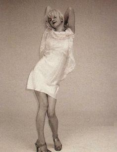 Courtney Love by Juergen Teller Kurt Cobain, Courtney Love 90s, 90s Fashion, Fashion Beauty, Frances Bean Cobain, Toni Braxton, Badass Women, Grunge, Diane Keaton