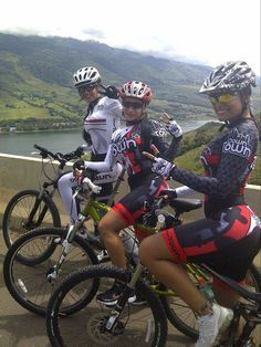 Quien sabe de donde son pero son ciclistas MTB