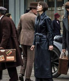 Stylish Coat, Stylish Outfits, Comic Book Villains, Crimes Of Grindelwald, Harry Potter, Fantastic Beasts And Where, Famous Movies, Movie Costumes, Queen