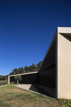 Casa Serra de Tomar / Contaminar Arquitectos © Fernando Guerra   FG+SG