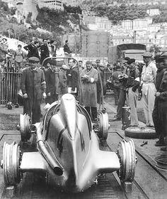 Monaco 1937. Mercedes Benz tireless.