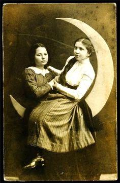 sisterwolf:    Vintage Moon Girls