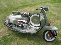 Vintage Motorcycles WW II Lambretta - Ok so it's a Lammy, but this is something like what I had planned for my vespa. Piaggio Vespa, Lambretta Scooter, Scooter Motorcycle, Vespa Scooters, Scooter Garage, Scooter Parts, Sidecar, Cool Bicycles, Cool Bikes