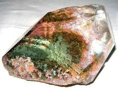 Lodolite Quarz mit mineralischen Einschlüssen der Chloritgruppe Sio2 4.DA.05   4: OXIDEN (Hydroxide, V [5,6] Vanadate, Arsenite, Antimonite, Wismuthite, Sulfite, Selenite, Tellurite, Iodate)  D: Metall: Sauerstoff = 1: 2 und ähnliches  A: Mit kleinen Kationen: Silica Familie