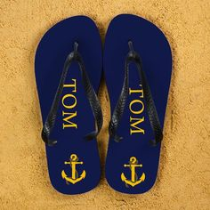 Personalised flip flops with anchor design, can be personalised with first name. Choose from multi coloured designs. Size Guide: Large - 10 - 12, Medium - 7 - 9, Small - 4 - 6.